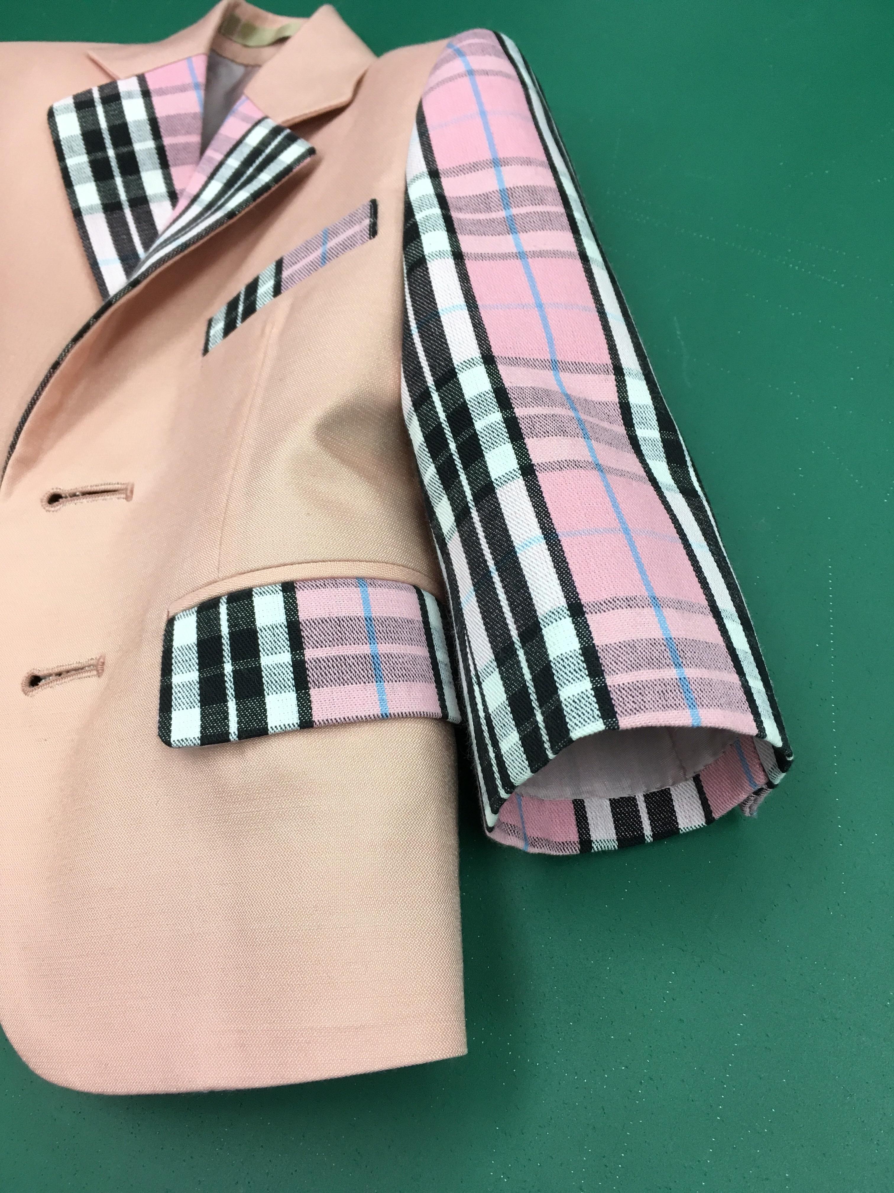 乳幼児のスーツ