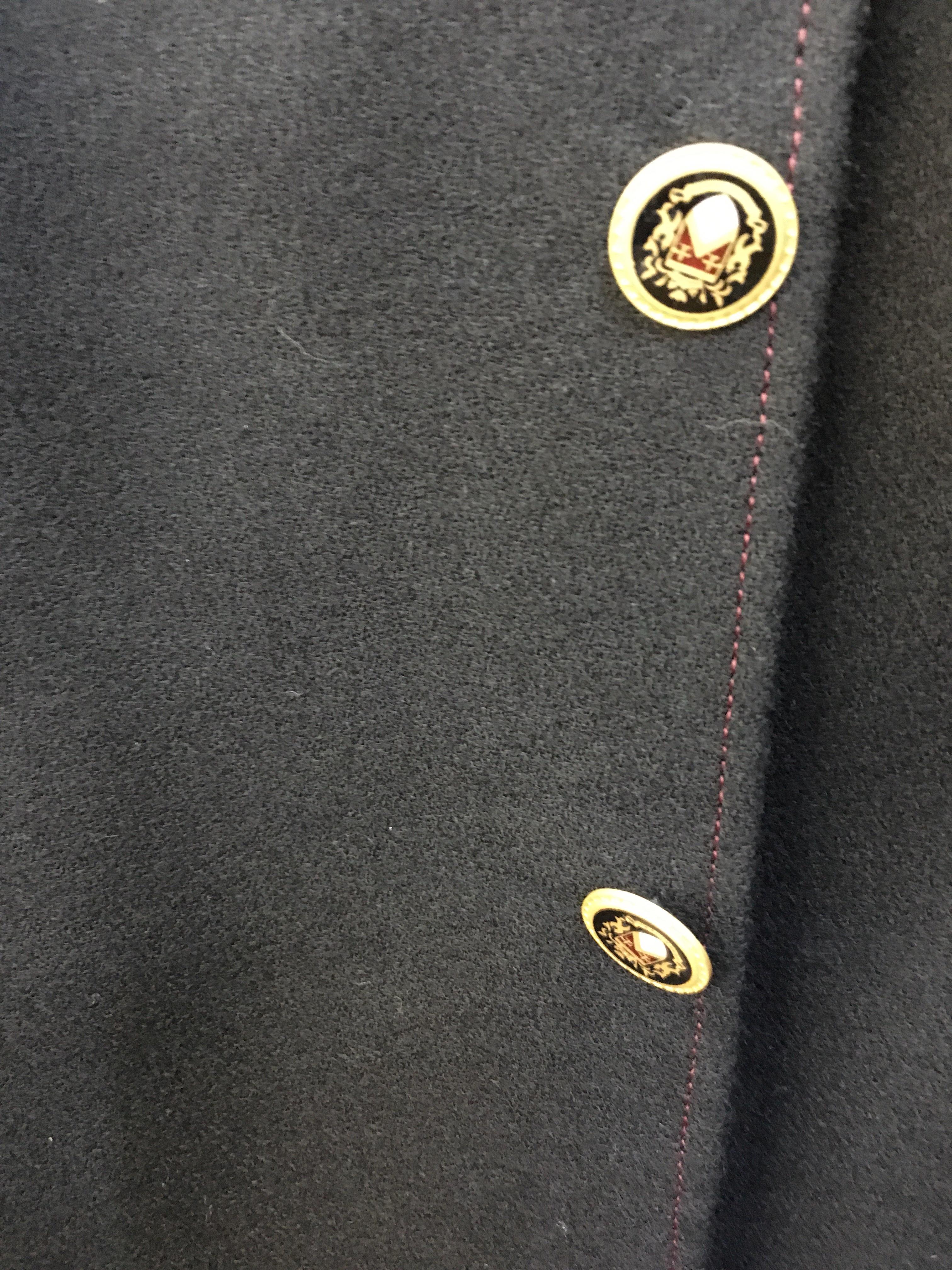 三つボタン段返りジャケット